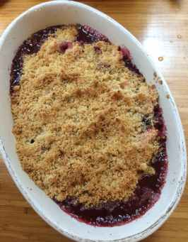 finished blackberry and apple crumble