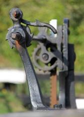 Canal lock gear mechanism