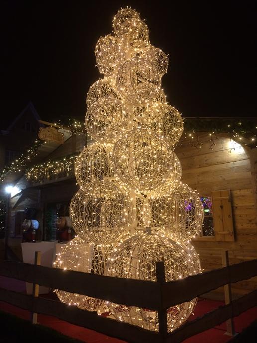 Tree of lit globes 1